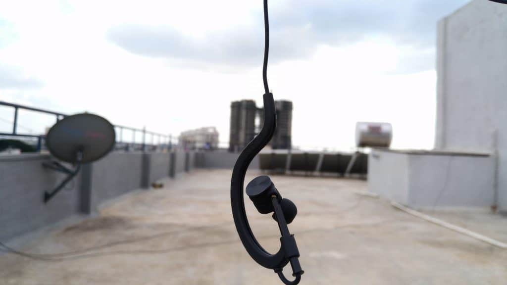 syllable-d700-2017-review-sophisticated-in-ear-design