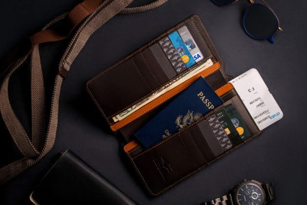 What if I Tell You, I found a Wallet that can Charge Your Phone, Give Wi-Fi Access, Catch Thief and much more! - 8