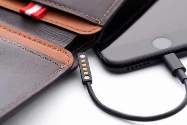 What if I Tell You, I found a Wallet that can Charge Your Phone, Give Wi-Fi Access, Catch Thief and much more! - 3